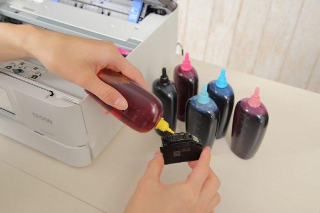 エプソンの純正インクカートリッジカメに詰め替えインクを補充する